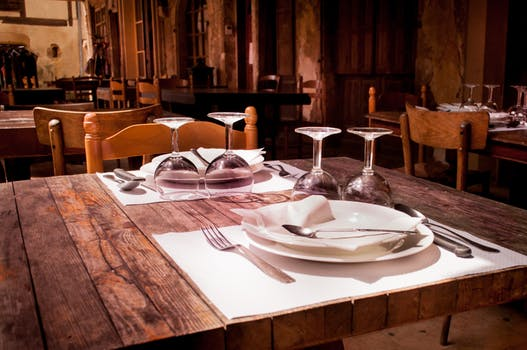 How A Former Opentable Employee Cost Some Chicago Restaurants - Restaurant table cost