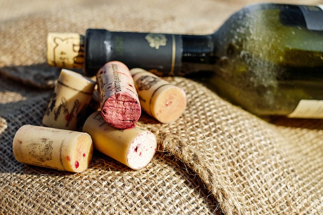 Data shows widening gap between average bottle price for cork and alternative closures